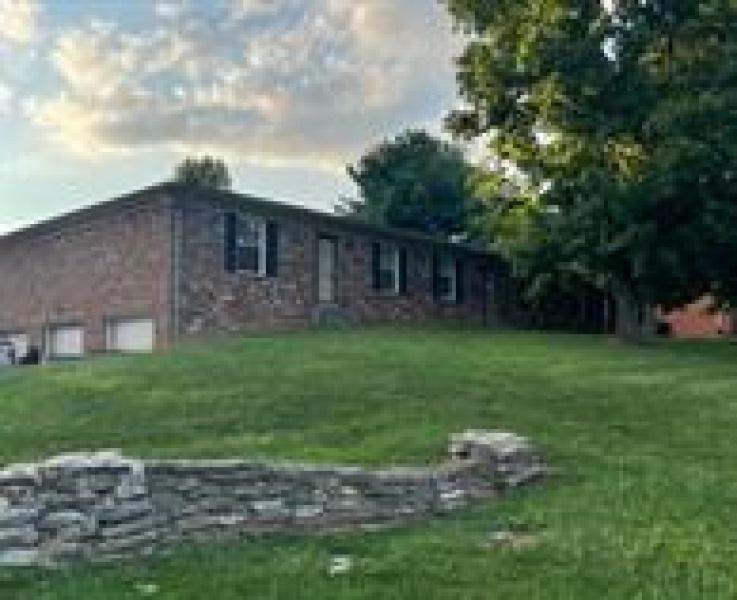 402 Schenkel Lane, Frankfort, Kentucky 40601, 2 Bedrooms Bedrooms, ,1 BathroomBathrooms,Apartment,For Rent,Schenkel,1119, property manager, Louisville homes for rent